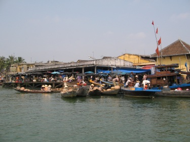 hoian_boot_beach1