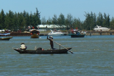 hoian_boot_beach18