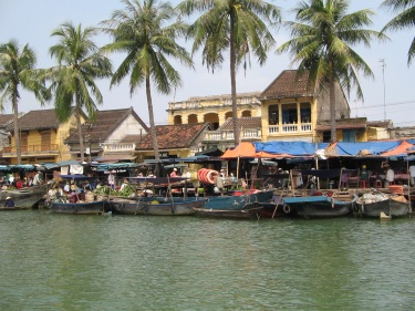 hoian_boot_beach2