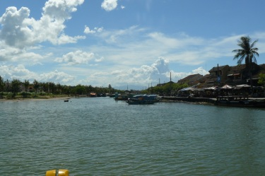 hoian_boot_beach3